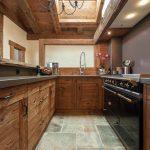 Стиль шале в кухонном интерьере