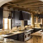 Черная кухня в стиле шале