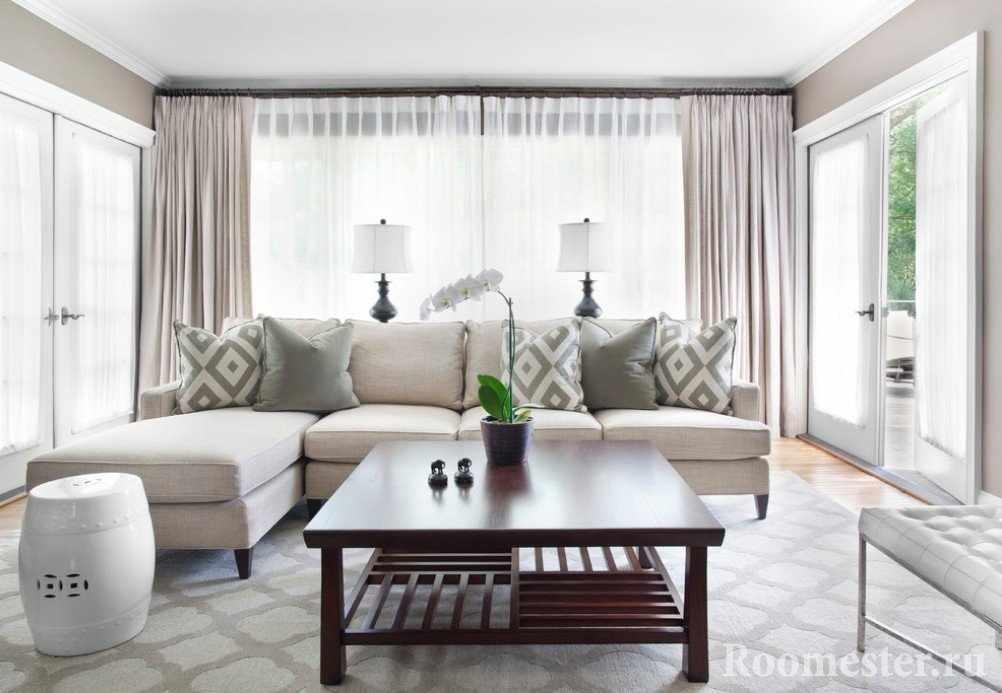 Бежевая мебель в зале