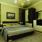 Изящный интерьер спальни в зеленых и коричневых тонах