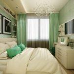 Изящный интерьер спальни в зеленых и белых тонах
