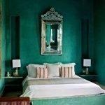 Малахитовый в дизайне спальни