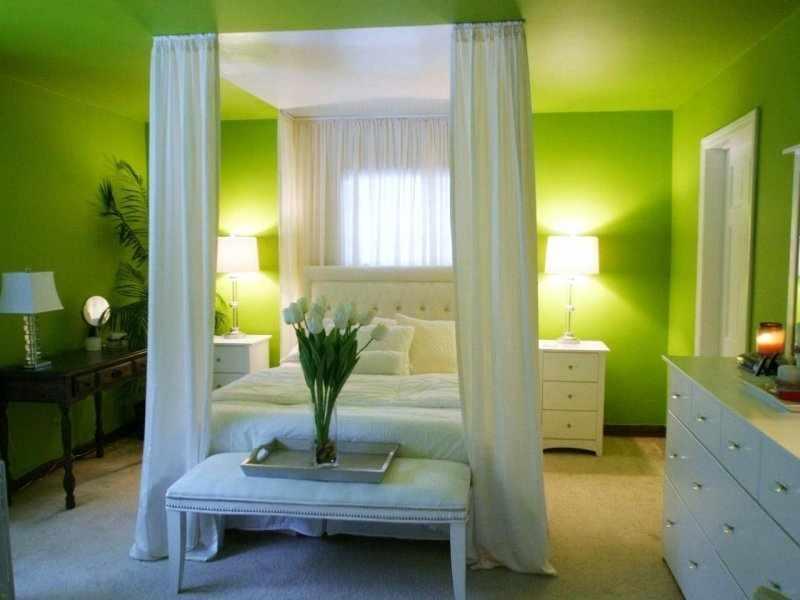Освещение в спальне зеленого цвета