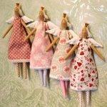 Куклы в разных платьях