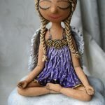 Девочка в медитации