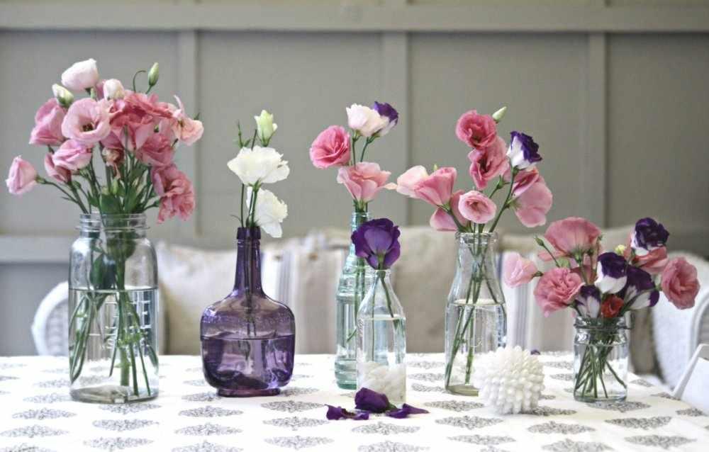 Пластиковые цветы в интерьере