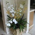 Цветы в углу