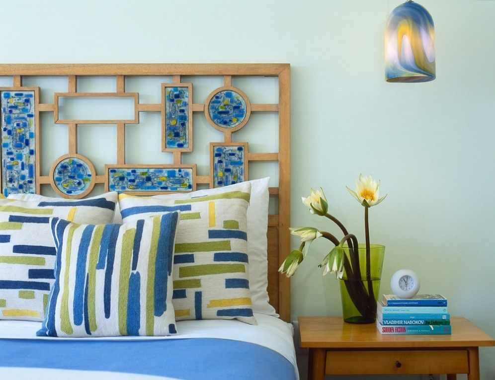 Изголовье кровати с мозаикой