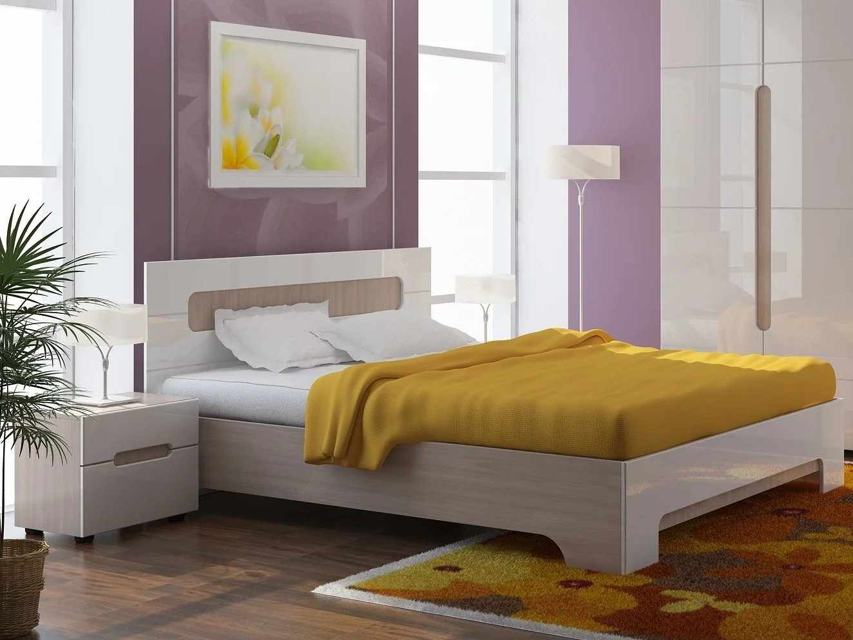 Кровать с прямоугольным изголовьем в интерьере