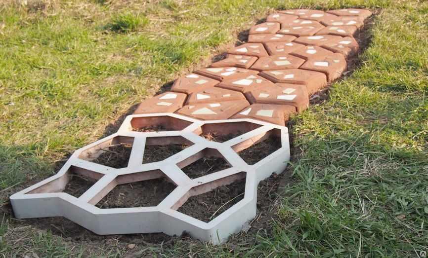 Изготовление плитки с помощью трафарета