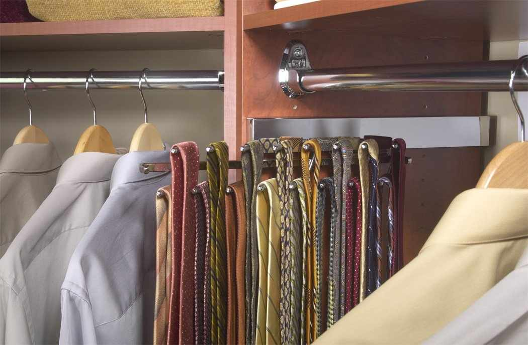 Галстуки в шкафу