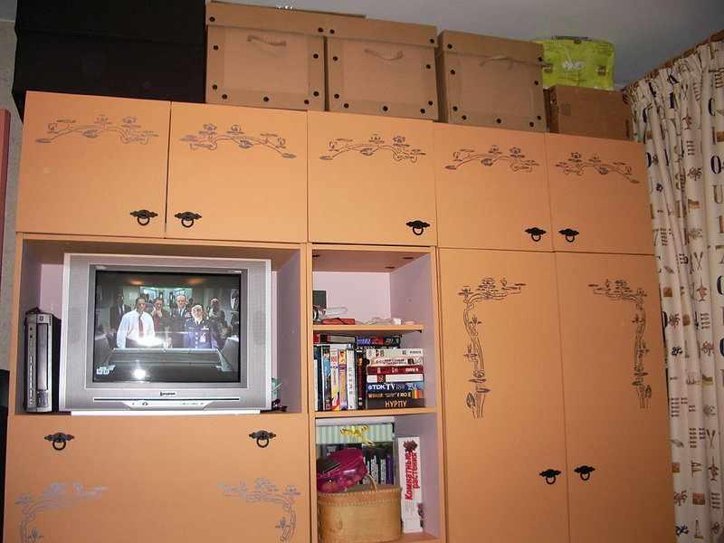 Пленка на шкафу