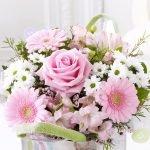 Букет из роз и ромашек