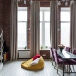 Кресло-подушка на полу
