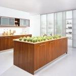 Шкафчики на кухонной стене