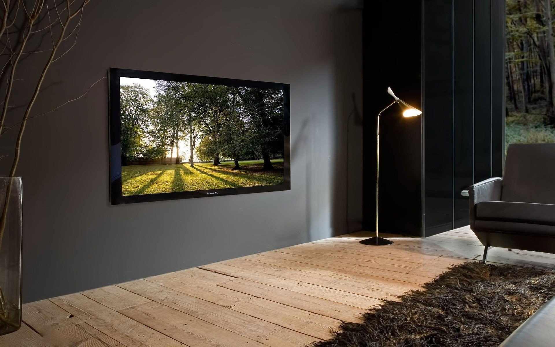 Стена с большим телевизором