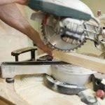 Вырезаем трубу для домика