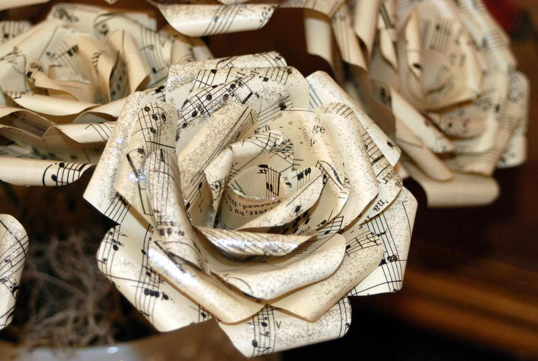 Роза из нотных страниц