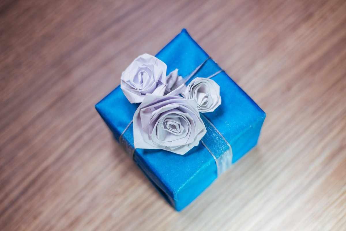 Розы на подарке