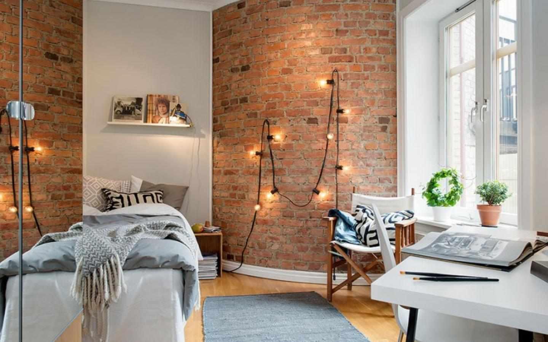 Декор стены лампочками