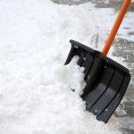 Чистить снег