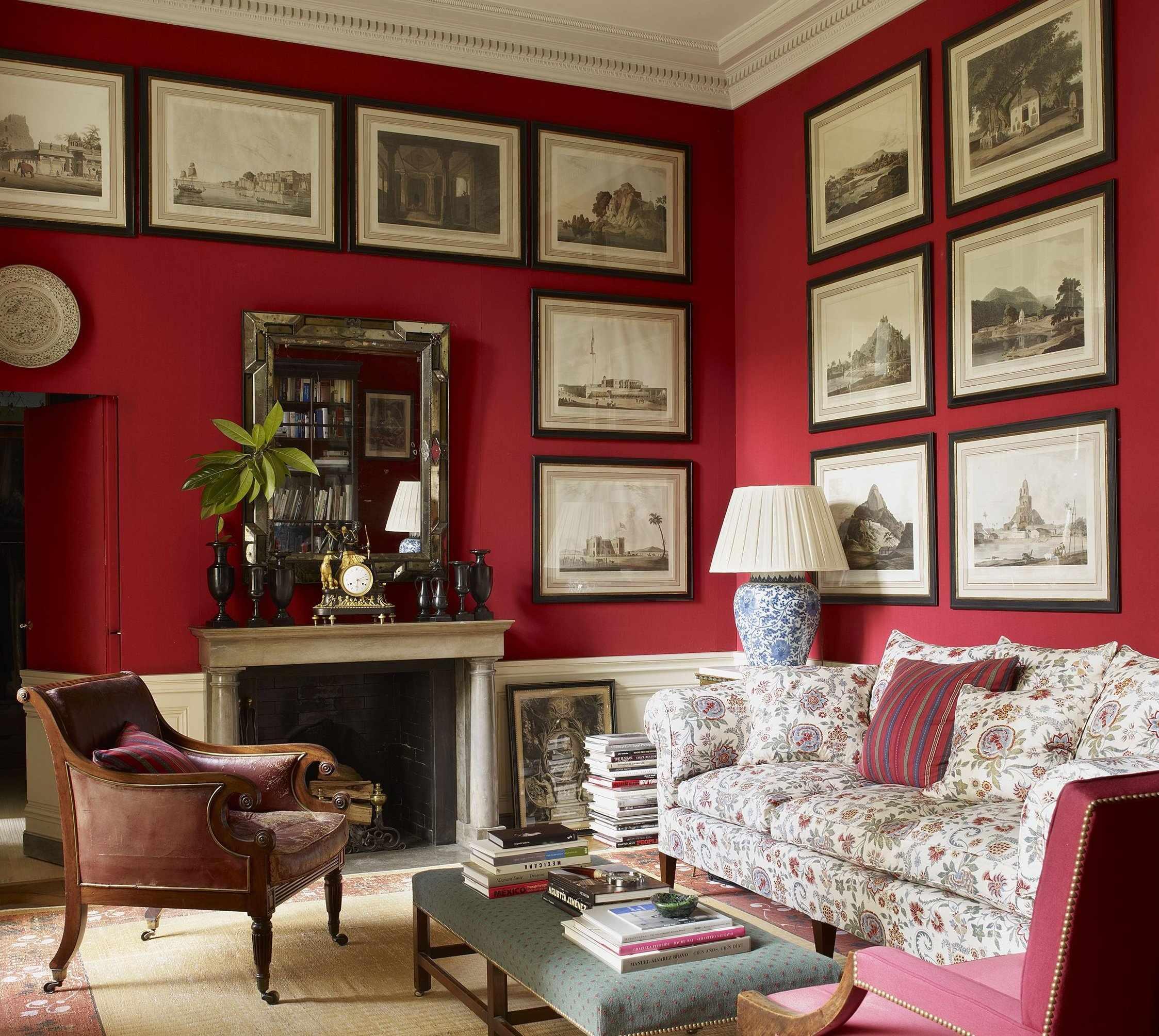 Небольшие фото-картины в гостиной