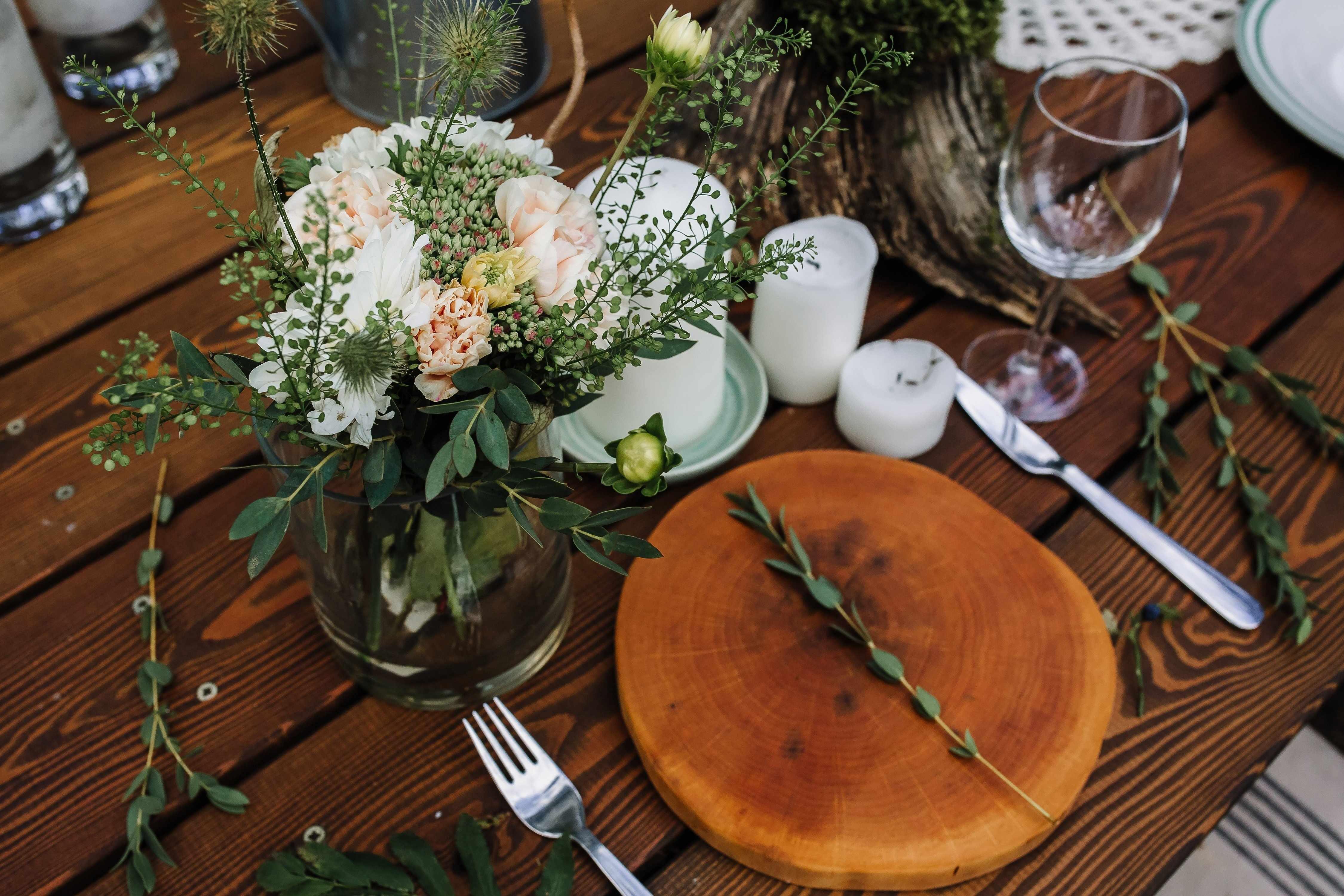 Праздничный стол в эко-стиле