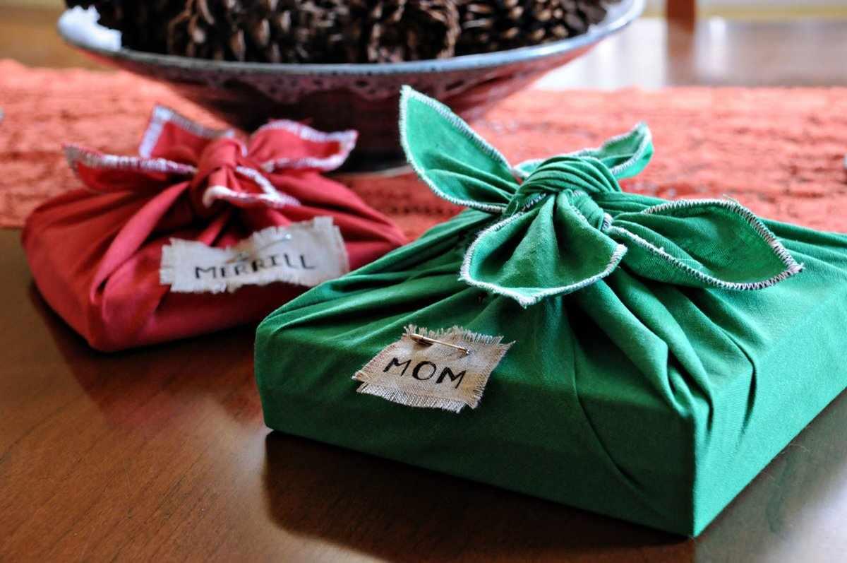 Упаковка подарка в ткань
