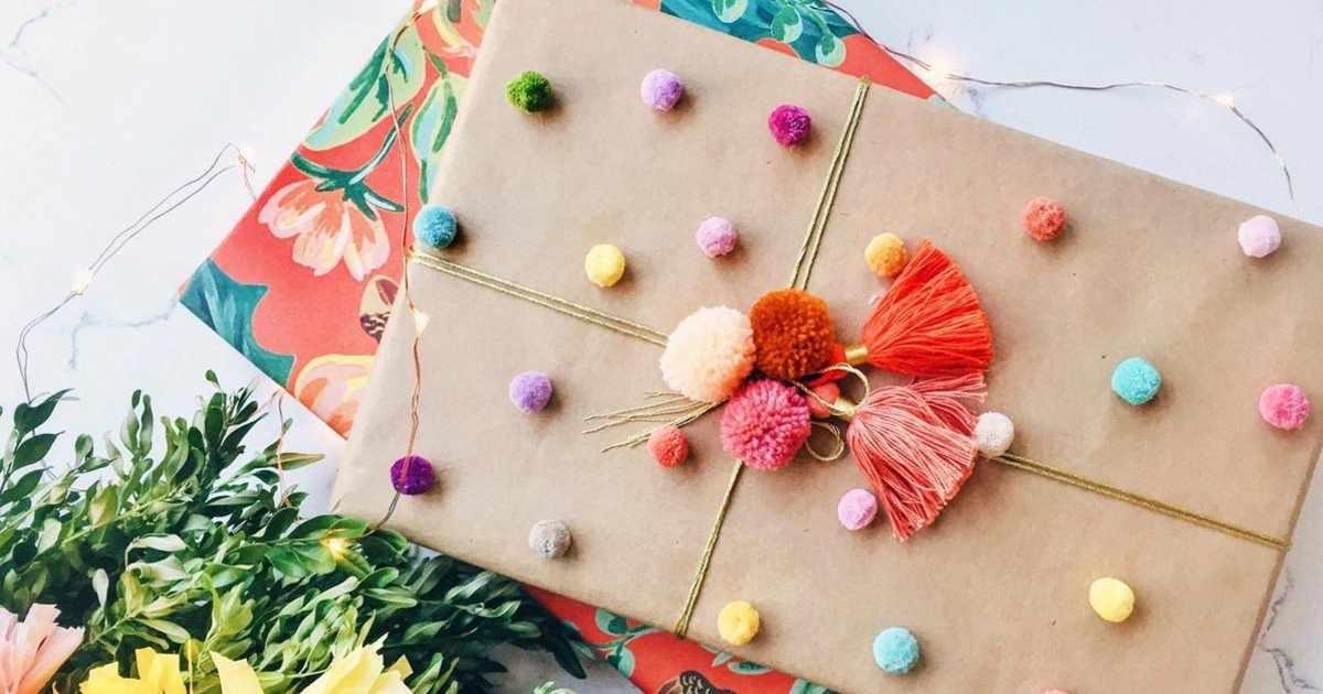 Декор упаковки подарка для девочки