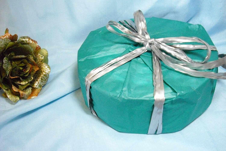 Упаковка подарка круглой формы