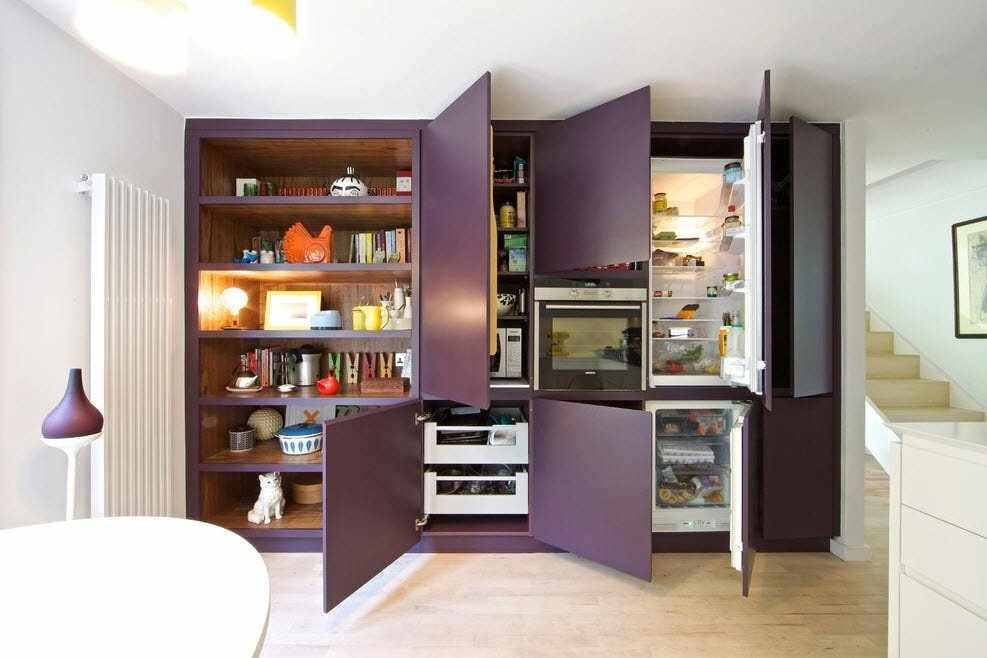 Встроенный холодильник в кухню