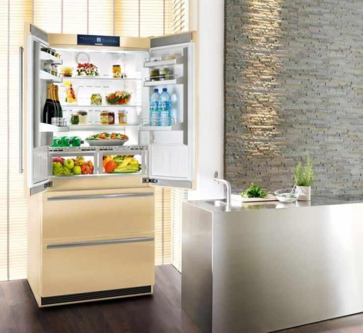 Холодильник молочного цвета