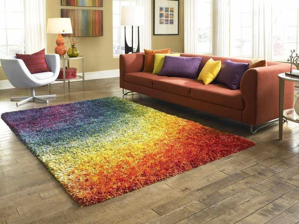 Помещение с ковром на полу
