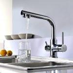Наполнять стакан водой