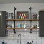 Трубы в интерьере кухни