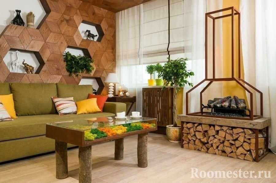 Гостиная в эко стиле с камином и дровницей