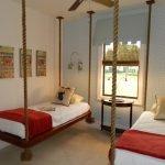 Подвесные кровати в спальне