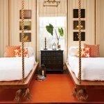 Оранжевый ковер в спальне