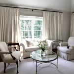 Столики по бокам дивана
