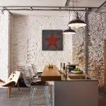 Плитка под камень на стене