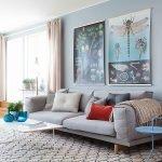 Картины с растениями и насекомыми на стене