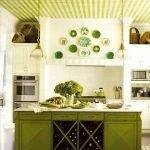 Зеленая клетка в интерьере кухни