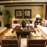 Светлые диваны в гостиной