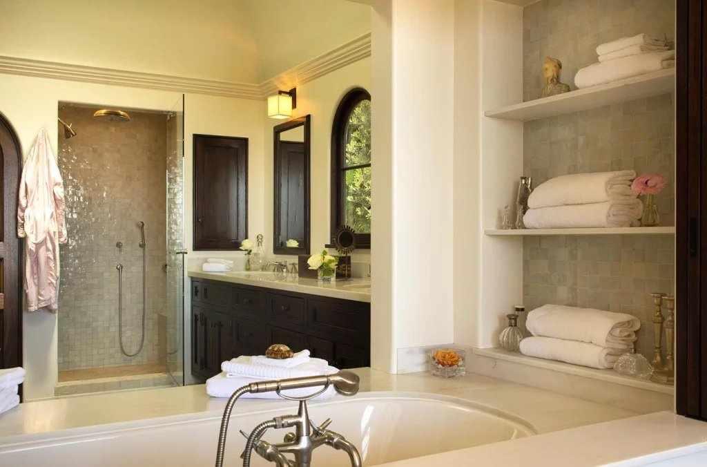 Ванная комната в колониальном стиле
