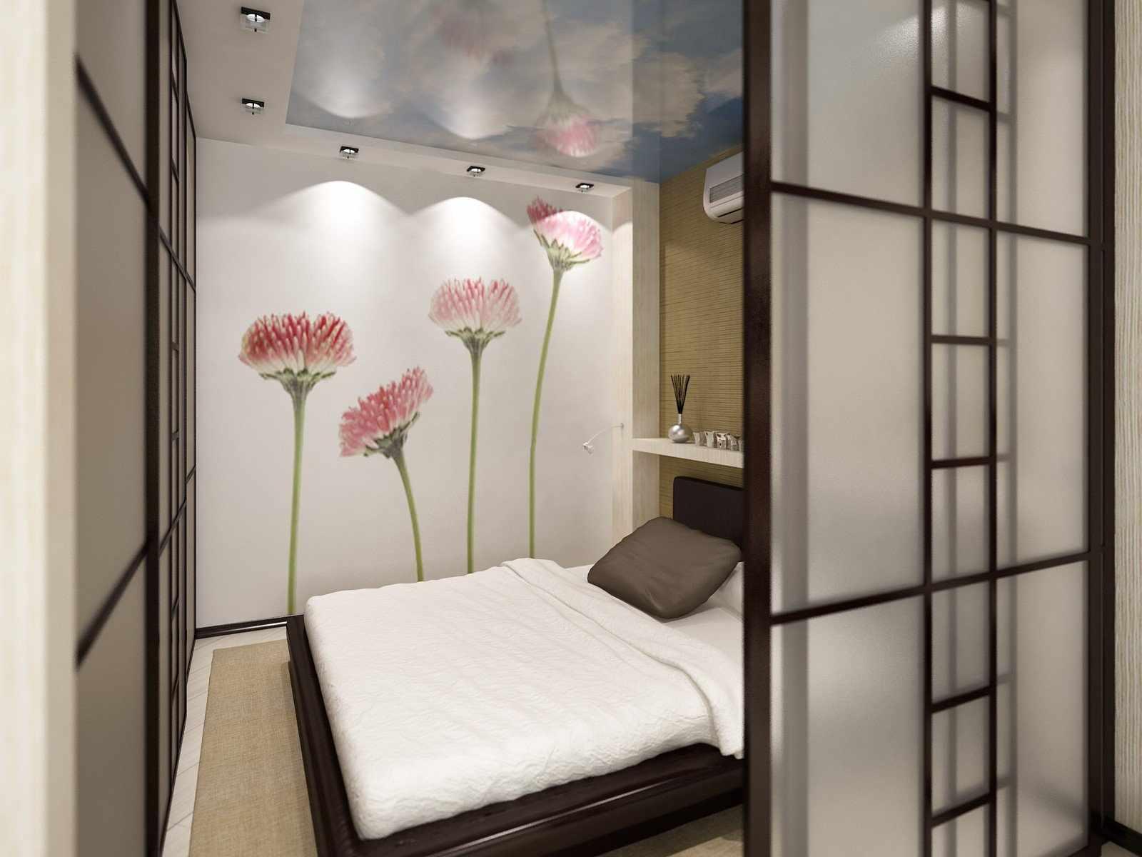 Цветы на стене в спальне