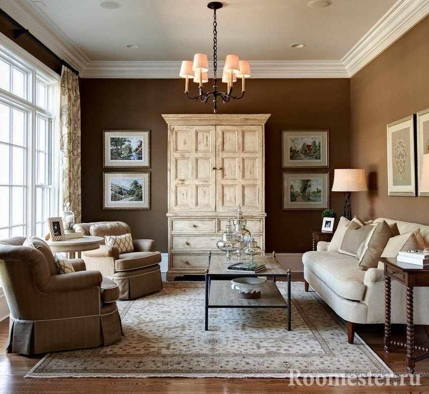 Стены в коричневом цвете и белый шкаф