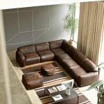 Просторный кожаный диван