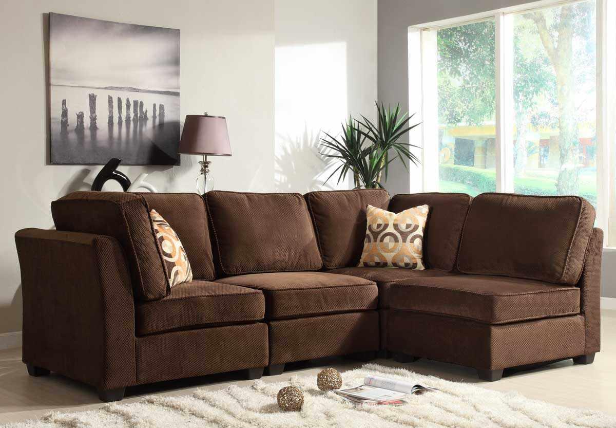 Простой угловой диван коричневого цвета