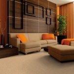 Светлый диван из велюра