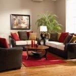 Коричнево-бежевый диван и кресла